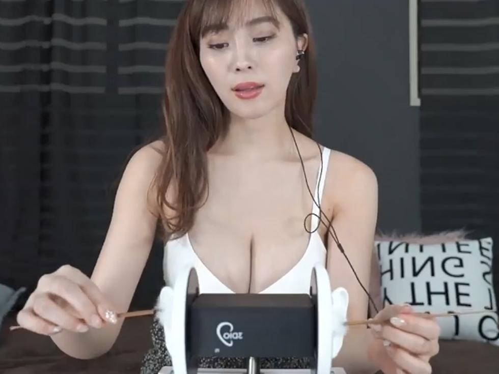 """不输欧美身材的亚裔""""巨儒""""派美女主播asmr福利资源!!!"""