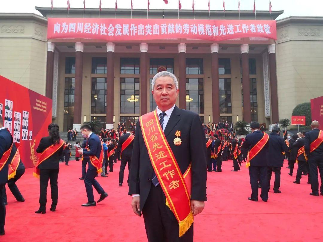 绵阳市中心医院王东教授荣获「四川省先进工作者」称号