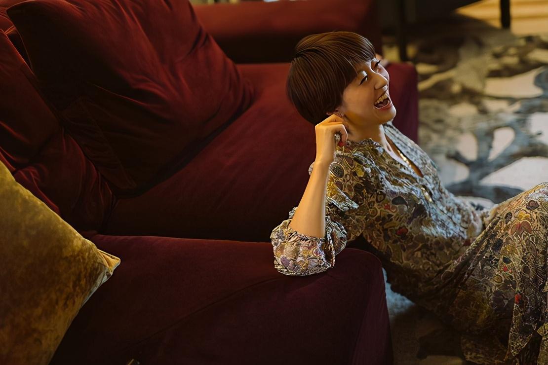 漾美沙发亮相《孜在客厅》,首期迎来马伊琍作客