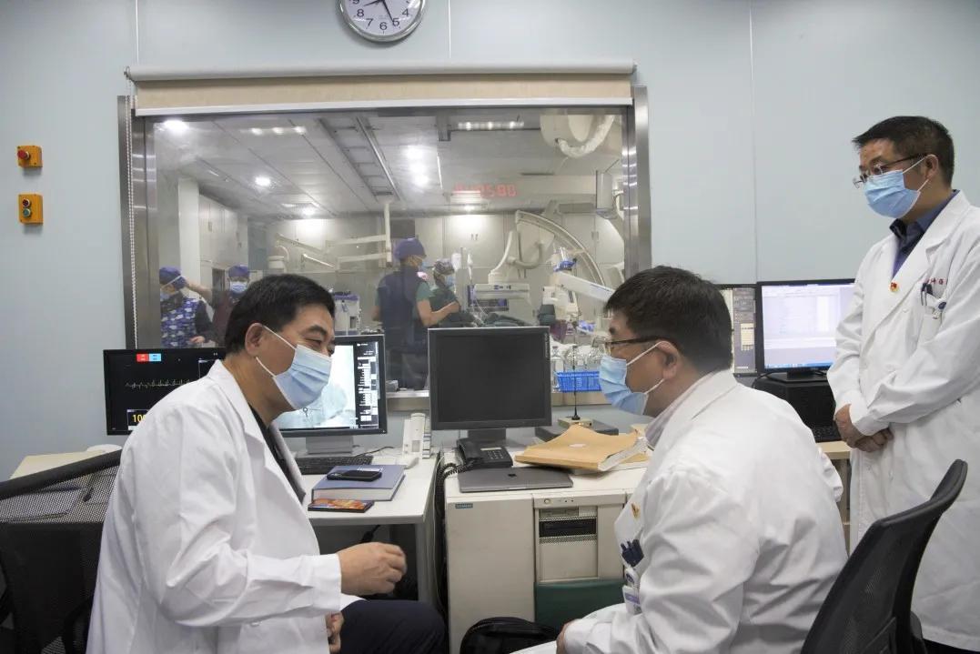 上海市同济医院心血管内科成功完成首例经导管主动脉瓣置换术