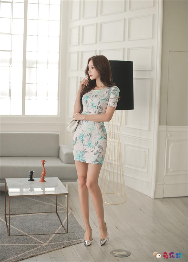 孙允珠:薄荷蓝枫温带雨林润色连衣裙