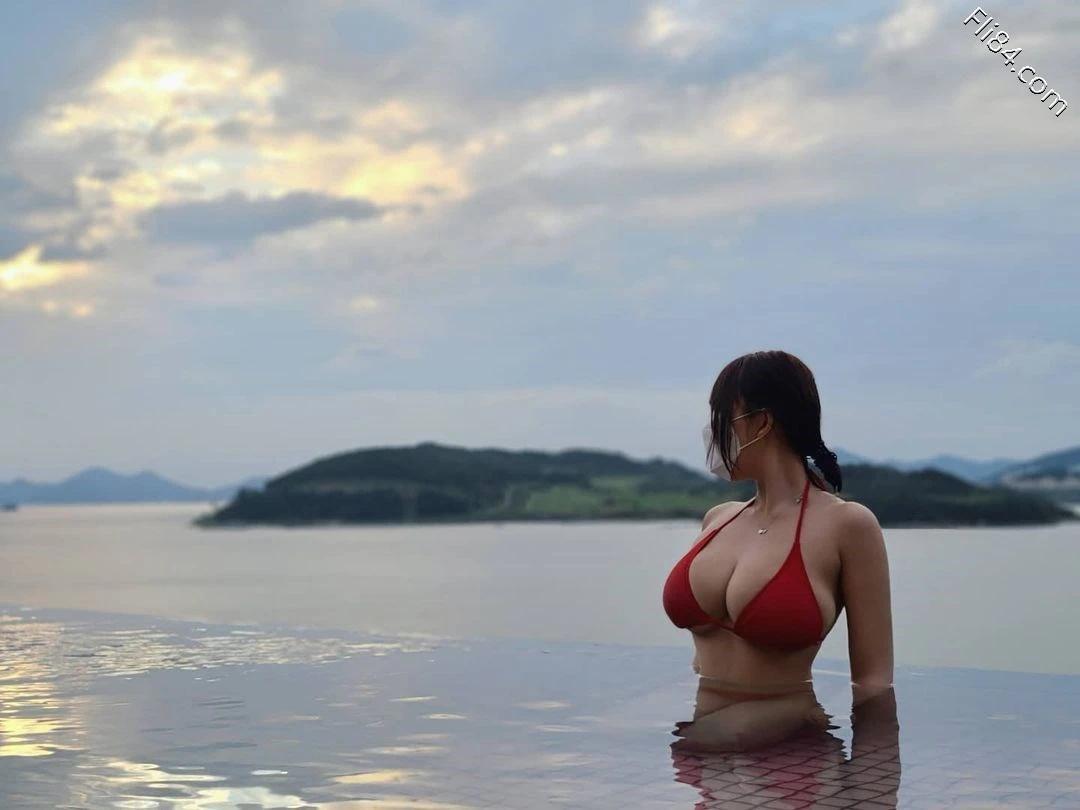"""海边""""极品美女""""Velvet 벨벳丰满事业线画面太凶猛 宅猫猫 热图5"""
