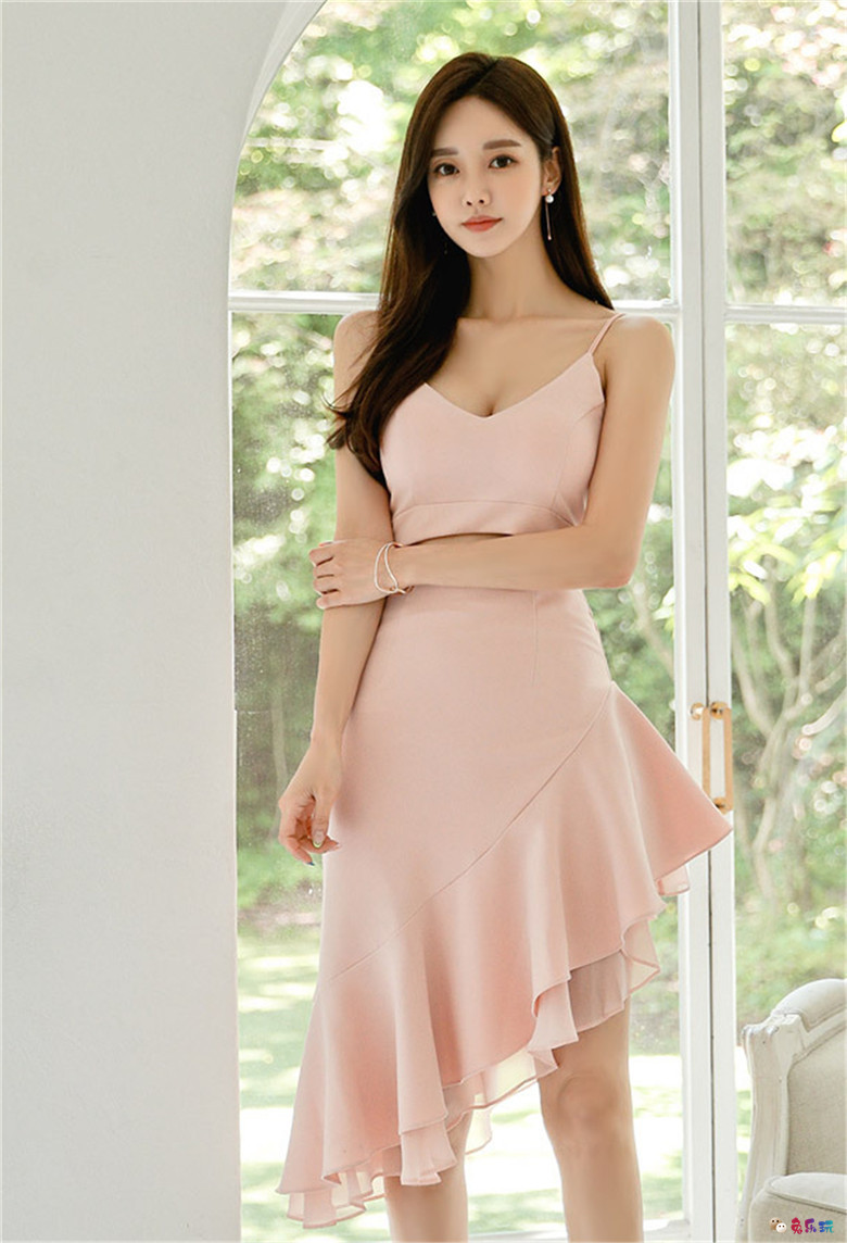 孙允珠:瓦莱塔浪漫馨彩粉斜摆层叠裙
