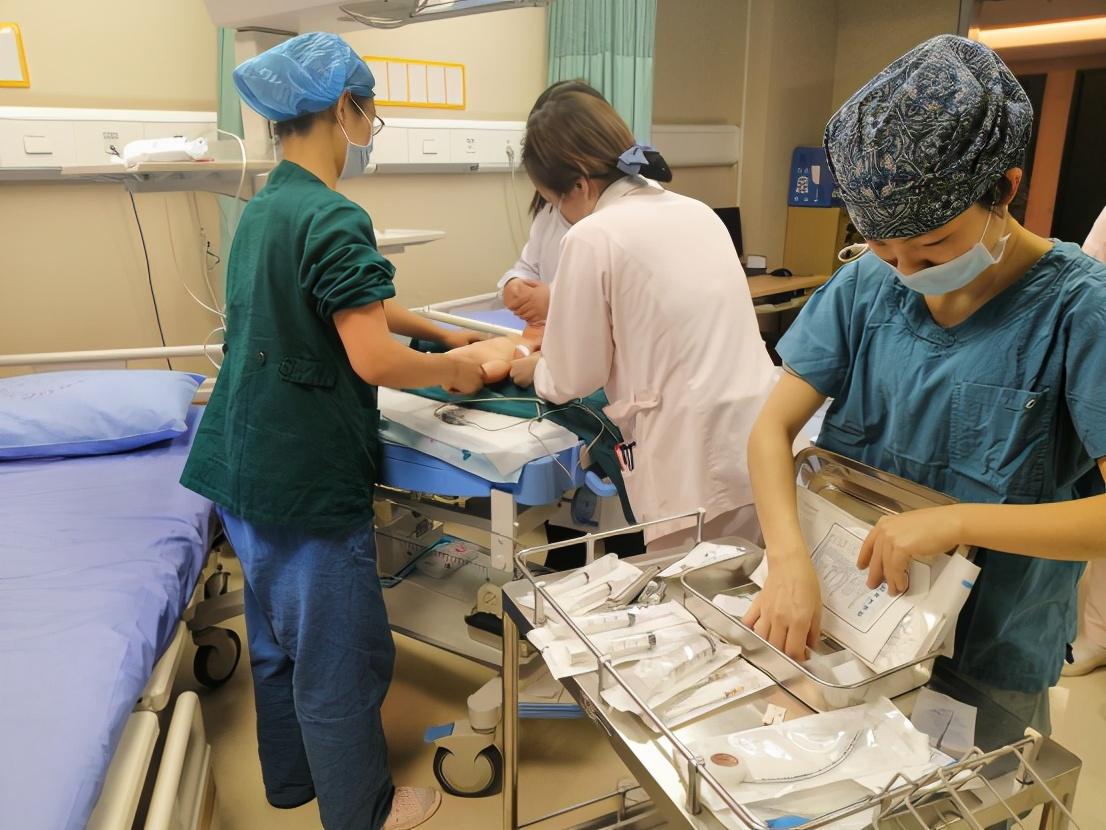 生死时速,重庆北部妇产医院开展突袭式仿真急救演练提升「实战」能力