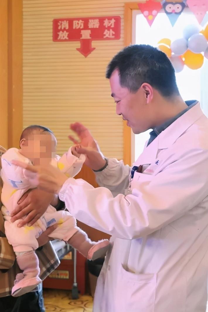 南京市儿童医院欢迎早产宝宝们「回娘家」
