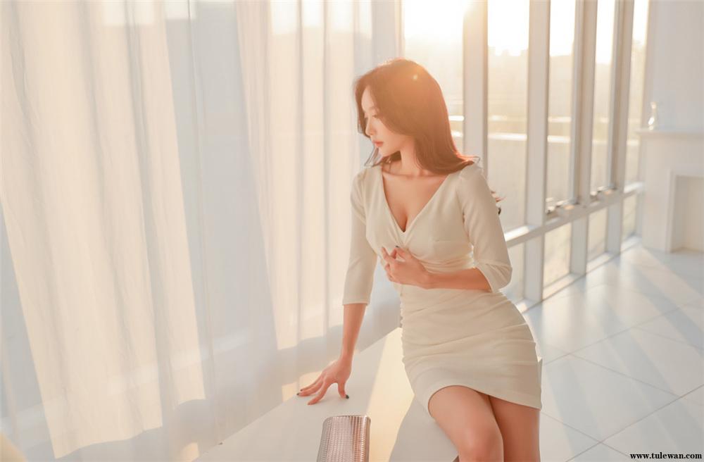 孙允珠丨滴水清荷婉约白瓷花结古典裙