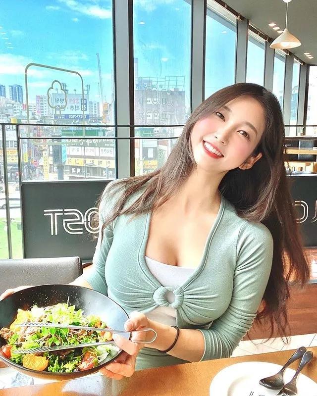 韩国运动系大长腿美女小姐姐