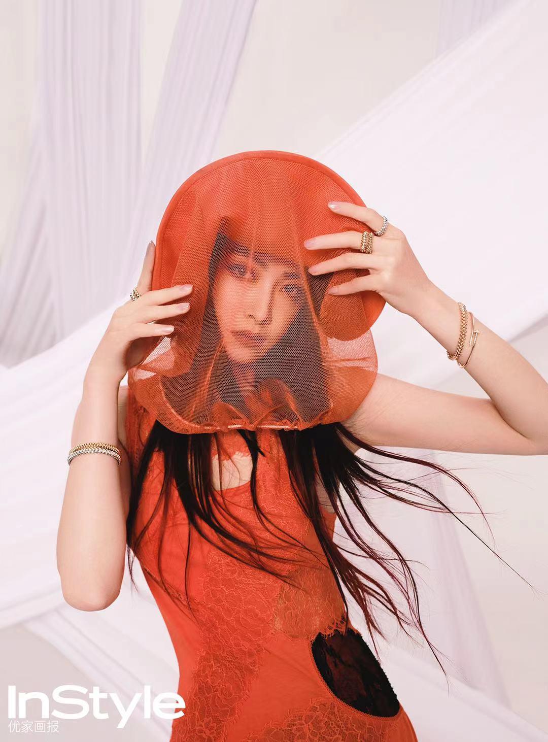 宋茜挑染红发造型登杂志封面 冷艳美飒上演眼神杀