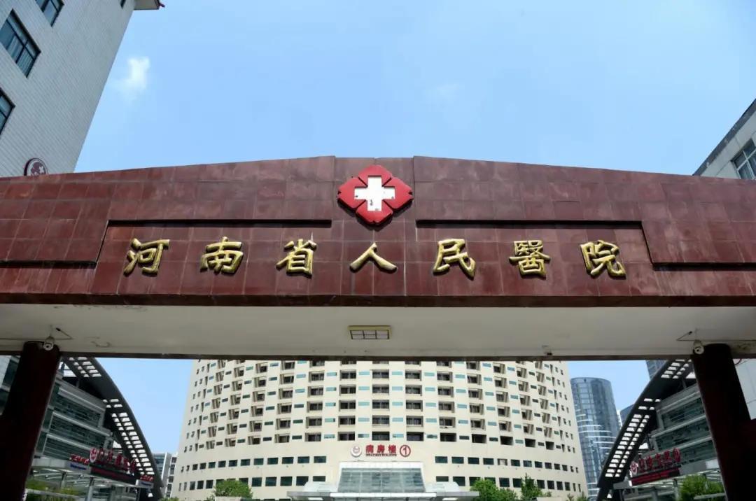 贴膏药竟然贴出「虎背熊腰」?听听河南省人民医院医生怎么说