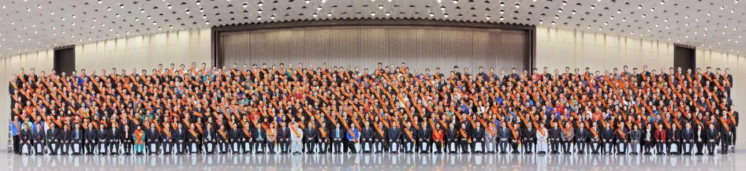 西安国际医学喜获「西安市先进集体」、「西安市劳动模范」荣誉称号