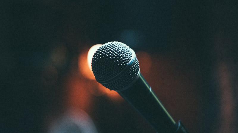 第一次演讲时怯场紧张?掌握这4个技巧再不怕演讲失败