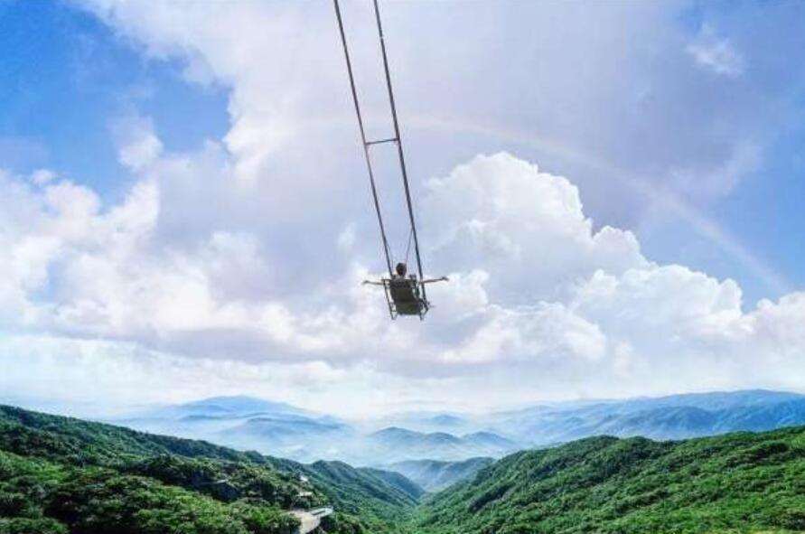 【班车团】杭州出发安吉云上草原一日游,一天内把抖音网红项目全打卡的地方  ✔悬崖秋千✔凌空飞步✔玻璃栈道