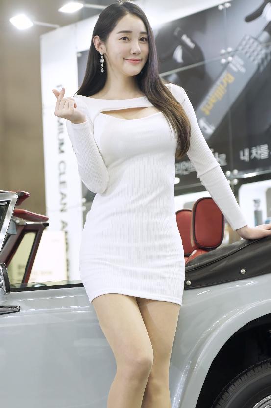 韩国美女车模现场图片 韩国性感车模车展饭拍 养眼图片 第3张